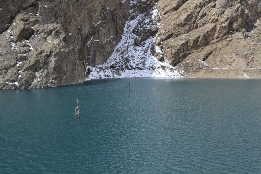 El cambio climático afecta a las comunidades que viven en las montañas de Tajikistan. La subida de las temperaturas provoca que los glaciares se derritan y se generan inundaciones. Foto: OCHA / M. Sadvakassova.